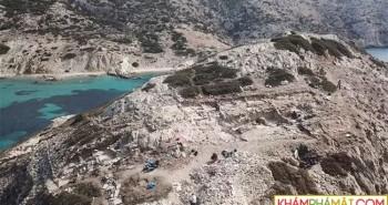 Cận cảnh kim tự tháp 4.600 năm nổi giữa biển Hy Lạp