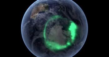"""Thứ bí ẩn ở cực Bắc của Trái đất đang """"ngấu nghiến"""" vật chất Mặt trời"""
