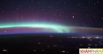 Ngoạn mục bức ảnh tụ hội 2 hiện tượng vũ trụ kỳ thú