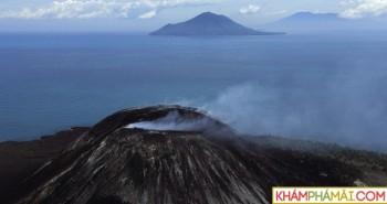Núi lửa Indonesia giảm kích cỡ còn 1/4 sau khi phun trào khiến 420 người thiệt mạng