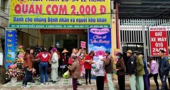 """Quán cơm 2.000 đồng từ thiện đang """"gây bão"""" MXH: Những tiết lộ bất ngờ từ chủ quán"""