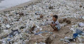 """Trung Quốc phát triển tổ hợp vi khuẩn mới có khả năng """"ăn"""" nhựa"""